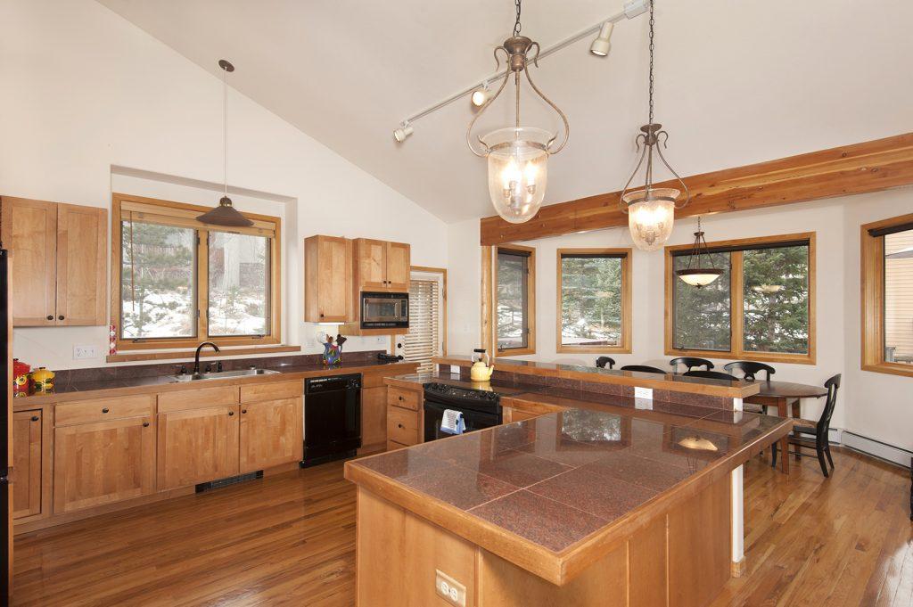 735 Wild Rose kitchen dining